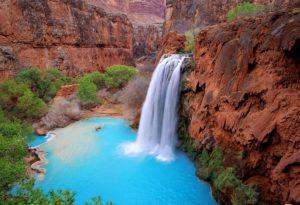 Cascade d'eau pure